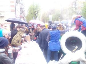 Free food being handed out on the street after the parade - the menu was similar to what the soldiers in the Great Patriotic War would have eaten i.e. Grechka